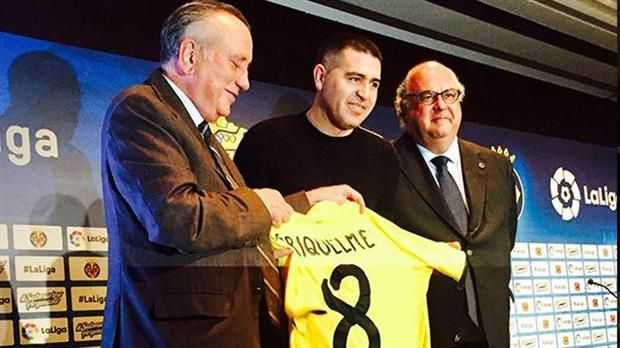 Riquelme, homenajeado por el Villarreal, habló de Edwin Cardona