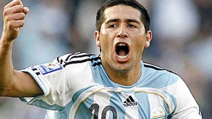 FOTO: Riquelme y el Checho Batista compartieron un asado en la derrota argentina