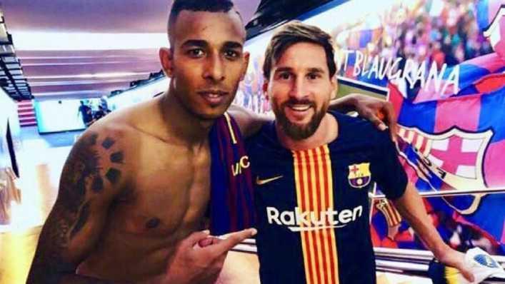 Sebastián Villa con Messi