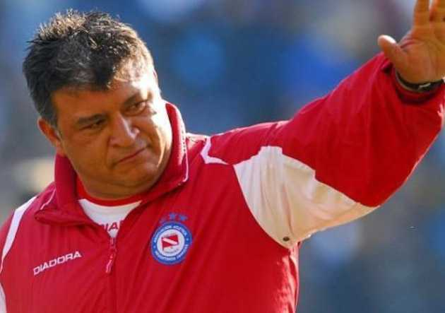 Sólo Román Riquelme sostiene a Claudio Borghi en Argentinos