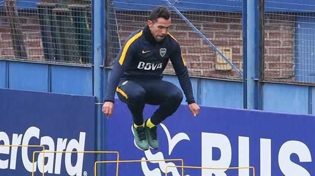 Tevez como eje del juego de Boca, la estrategia del Mellizo para energizar a un delantero apagado