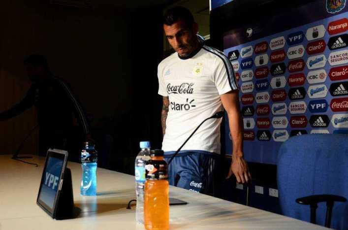 """Tevez: """"Hay que tratar que no se note tanto la ausencia de Messi"""""""