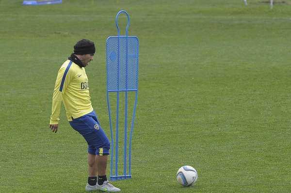 VIDEO: Tevez metió un golazo de tiro libre en el entrenamiento de Boca