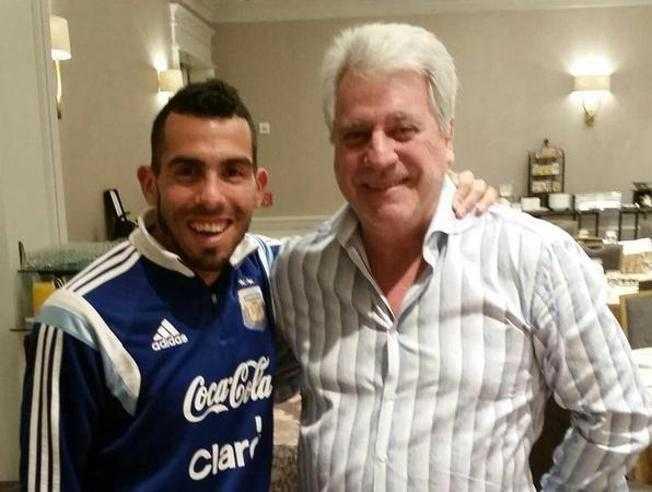 Tévez se fotografía con el vicepresidente de Boca y dispara los rumores