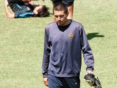 Riquelme tiene un desgarro y no jugaría ante Independiente