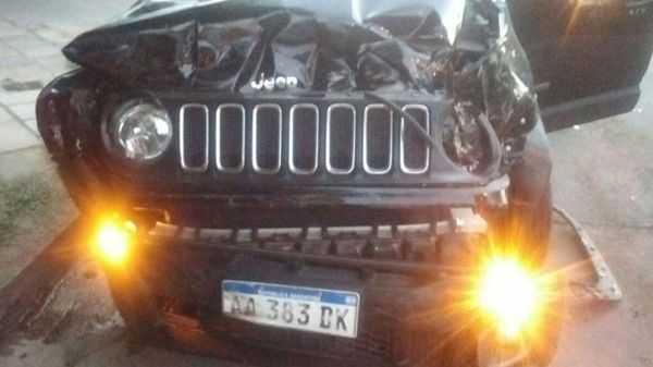 Un ex jugador de Boca protagonizó un choque con su auto