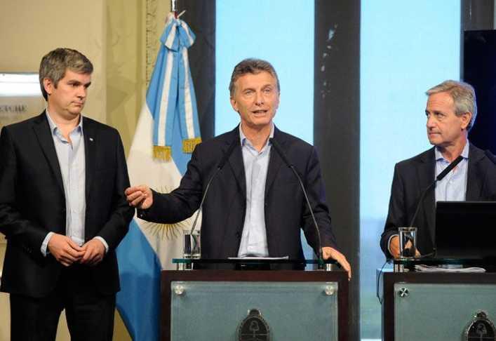 Un ministro de Macri podría ser el sucesor de Angelici en Boca