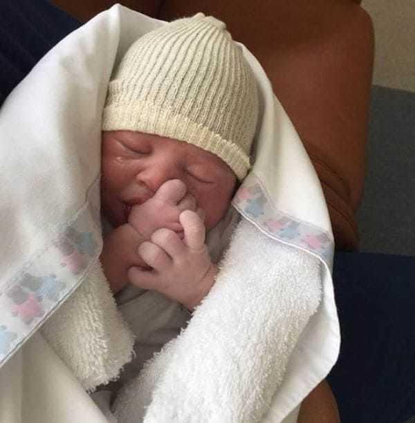 una figura de boca hizo socia del club a su hija recien nacida