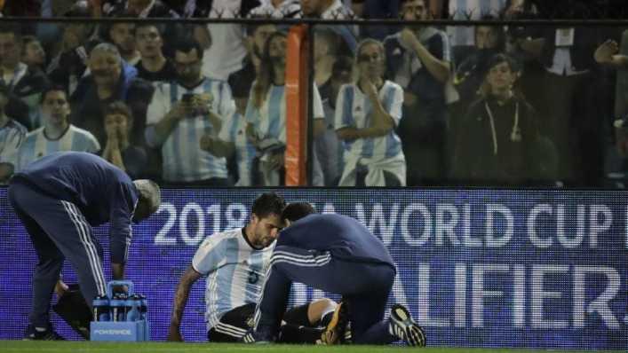 VIDEO: Aún con la rodilla rota, Gago implora que no lo saquen del juego