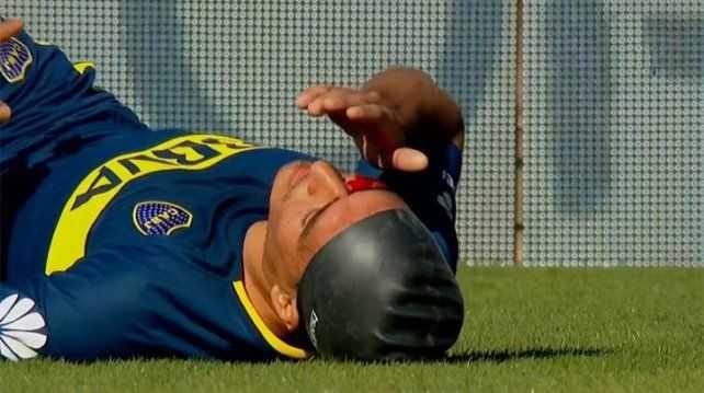 VIDEO: Duro choque de cabezas