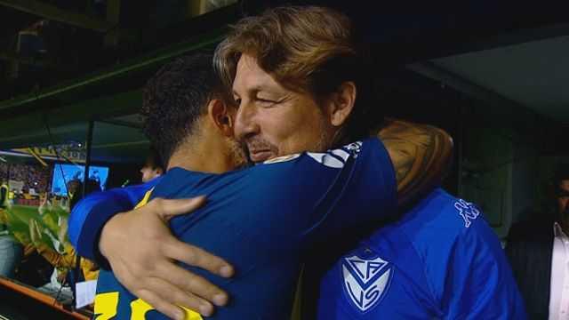 VIDEO: El abrazo entre Tevez y Heinze antes de empezar el partido