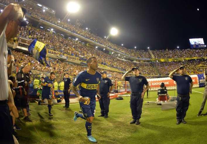VIDEO: La Bombonera bancó a los colombianos y ovacionó a Tevez