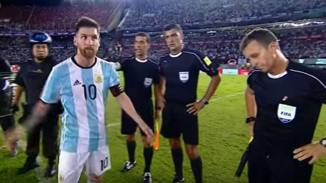 VIDEO: La escena que no viste del Messi más indignado