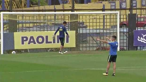 VIDEO: La humorada de Espinoza en el entrenamiento de Boca