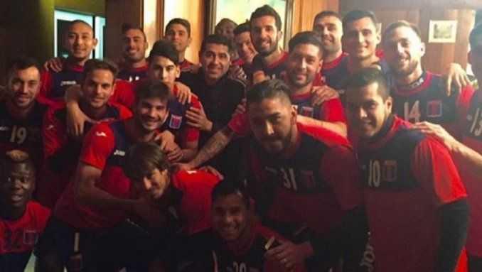VIDEO: Riquelme visitó a Tigre y Caruso le ofreció volver a jugar
