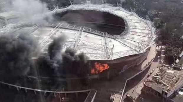 VIDEO: Se incendió el estadio donde juega Carlos Tevez