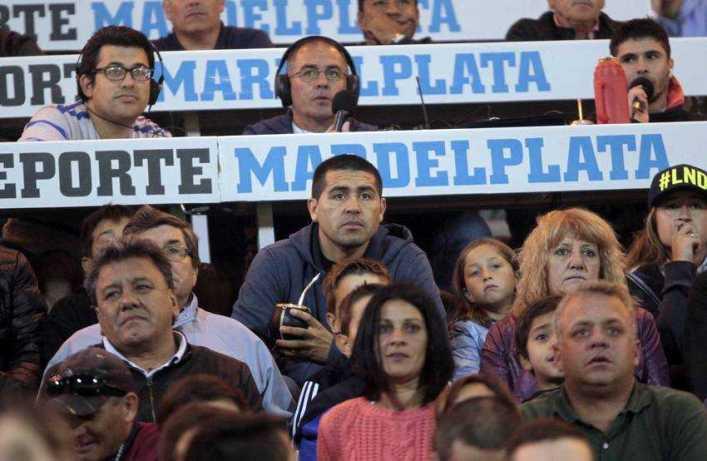 Mirá los videos de la ovación a Riquelme en Mar del Plata