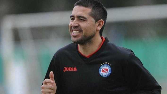 Luego de casi un año, Riquelme volverá a jugar en el Interior del país