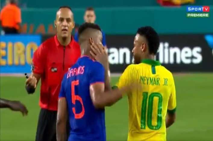Wilmar Barrios y Neymar, a los manotazos