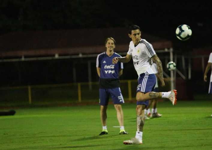 Ya en Brasil, Scaloni le da forma al primer once