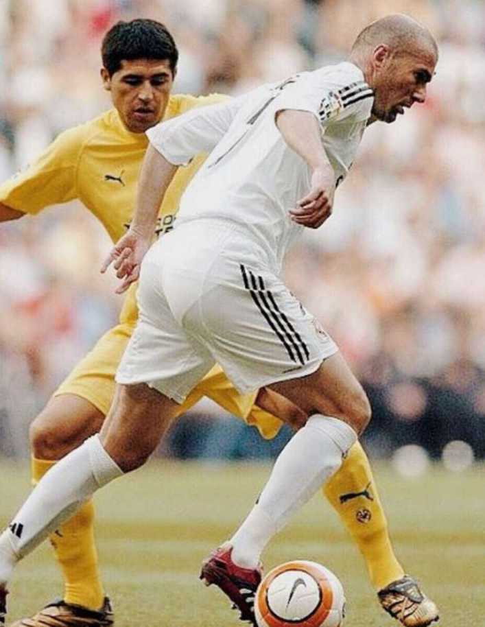 Zidane y otras figuras del fútbol despiden a Riquelme