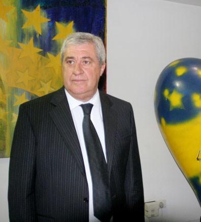 Ameal: 'Riquelme va a seguir en Boca'