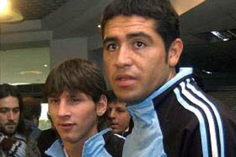 Riquelme cree que Messi juega mejor en Europa porque los defensores 'son más inocentes'