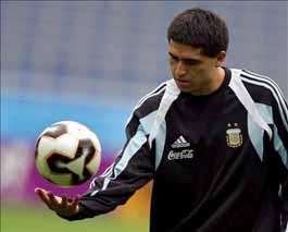 Grondona pone fichas al regreso de Riquelme a la Selección