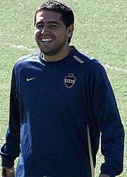 Riquelme seguirá jugando en Boca