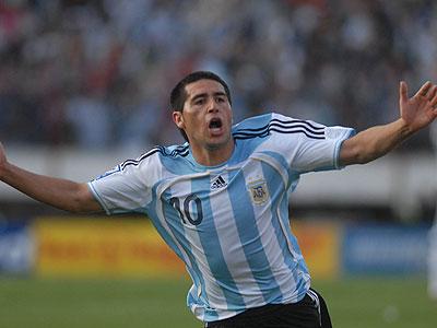Sólo Riquelme puede salvar a la Selección Argentina