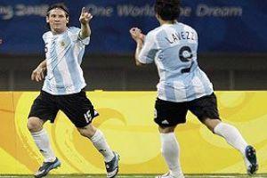Foto Juan Roman Riquelme Argentina 2 Costa De Marfil 1 Defiende El Oro Con El Sudor De Messi