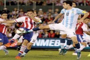 Foto Juan Roman Riquelme Argentina Choca Contra El Muro Paraguayo
