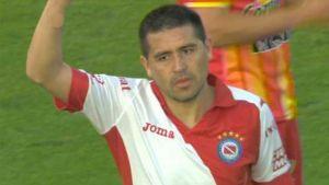 Foto Riquelme debut con Argentinos 6
