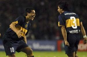 Foto Juan Roman Riquelme celebrando gol con Morel