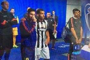 Foto Juan Roman Riquelme Charla Entre Lionel Messi Y Carlos Tevez Minutos Antes Salir Cancha