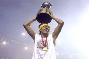 Foto Juan Roman Riquelme con la copa Libertadores