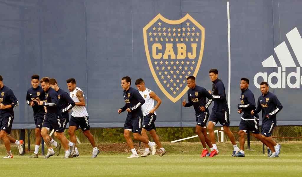 Denuncian que jugador de Boca rompió la cuarentena por jugar torneo de fútbol