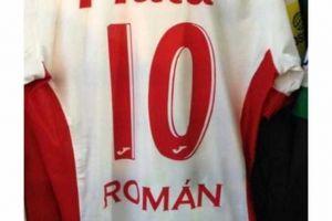 Foto Juan Roman Riquelme Firmo Con Argentinos Juniors Y Ya Tiene Camiseta
