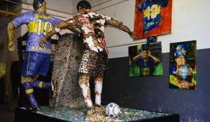 inauguran una escultura con el caño de riquelme a yepes