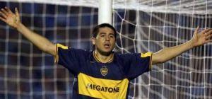 Foto Juan Roman Riquelme levantando los brazos con Boca Juniors