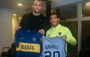 Foto Juan Roman Riquelme Manu Ginobili Intercambio Camisetas Con Carlos Tevez