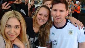 messi y la selección argentina causan gran revuelo a su llegada a la ciudad de córdoba