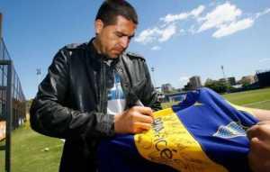 Riquelme subasta su camiseta de Boca autografiada para una gran causa
