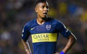 Sebastián Villa tiene pie y medio fuera de Boca Juniors