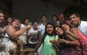 Foto Juan Roman Riquelme Tevez Jugo Picado En Fuerte Apache Y Brindo Con Amigos