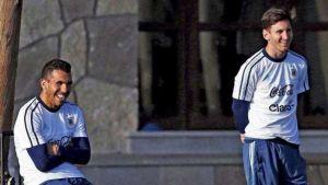 Foto Juan Roman Riquelme Tevez Messi Entre Finalistas Premio Mejor De Europa