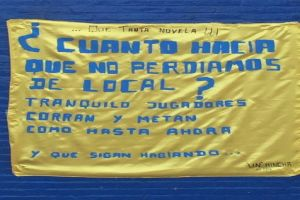 TRAS LA DERROTA DE BOCA APARECIERON BANDERAS EN CASA AMARILLA