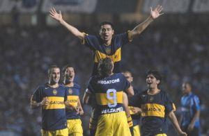 Foto Juan Roman Riquelme celebrando gol con Boca Juniors
