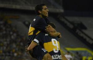 Foto Juan Roman Riquelme celebrando gol con Palermo