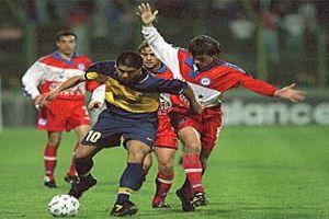 Foto Juan Roman Riquelme con Boca Juniors en medio campo